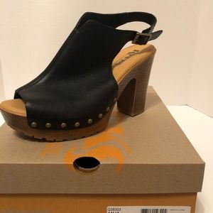 Brand New wedge sandals size 9 black  in color